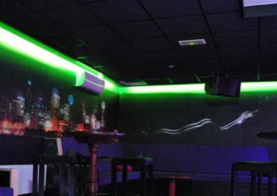 Swingersclub Ultimate Dream foto dansvloer met uitzicht op de airco en speakers