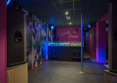 Foto 1a van de Dansvloer en DJ Booth van Swingersclub Parenclub Ultimate Dream te Beek en Donk