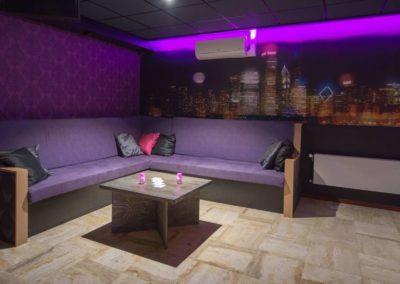 Foto 1a van het zitgedeelte van de Foyer van Swingersclub Parenclub Ultimate Dream te Beek en Donk