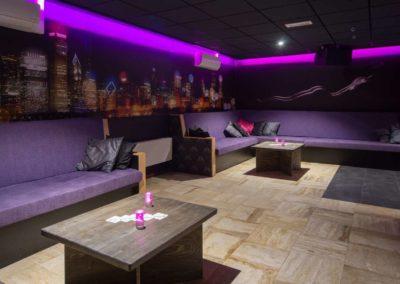 Foto 1c van het zitgedeelte van de Foyer van Swingersclub Parenclub Ultimate Dream te Beek en Donk